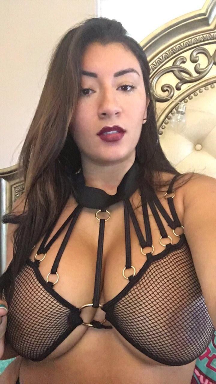 Cavala gostosa mandou nudes no grupo do whatsapp