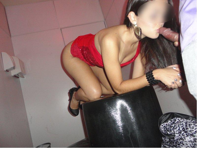 Fotos de sexo no motel com sortudo fudendo duas putinhas amadoras