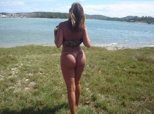 Linda coroa carioca bronzeada exibindo sua marquinha