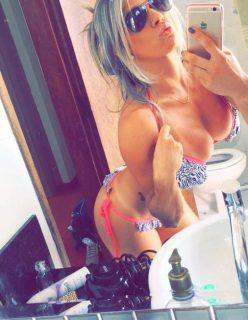 Loira sarada da academia manda fotos pelada no whatsapp