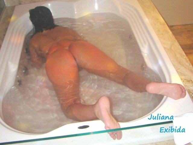 Juliana exibida fica pelada fazendo strip na suite do motel