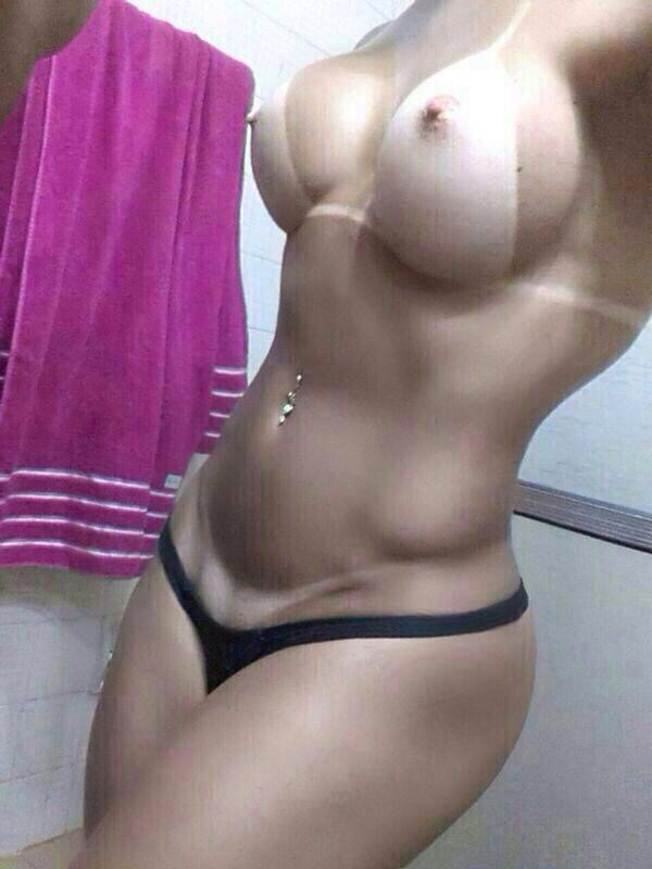 Loira gostosa caiu na net mandando nudes no WhatsApp