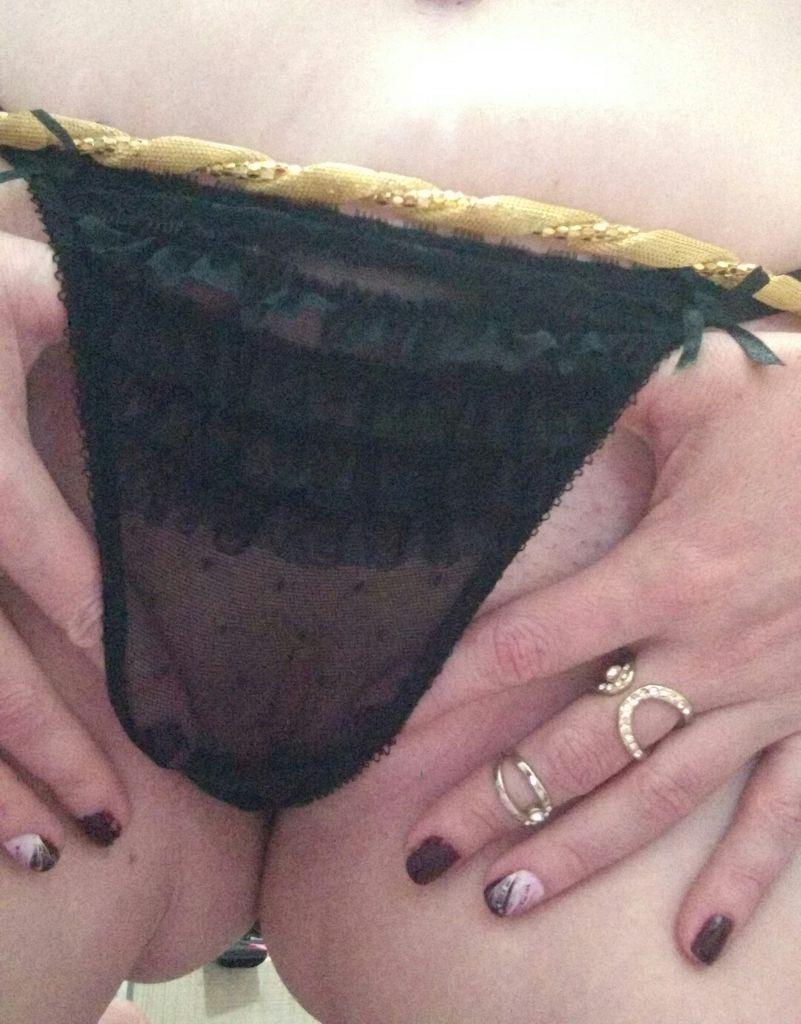 Loira gostosa de Contagem MG tem seus nudes vazados na web
