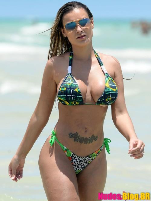 Andressa Urach pelada na praia fotos nuas da famosa