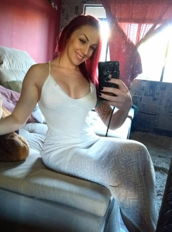 Bruninha fitness camgirl ruivinha pelada em fotos amadoras