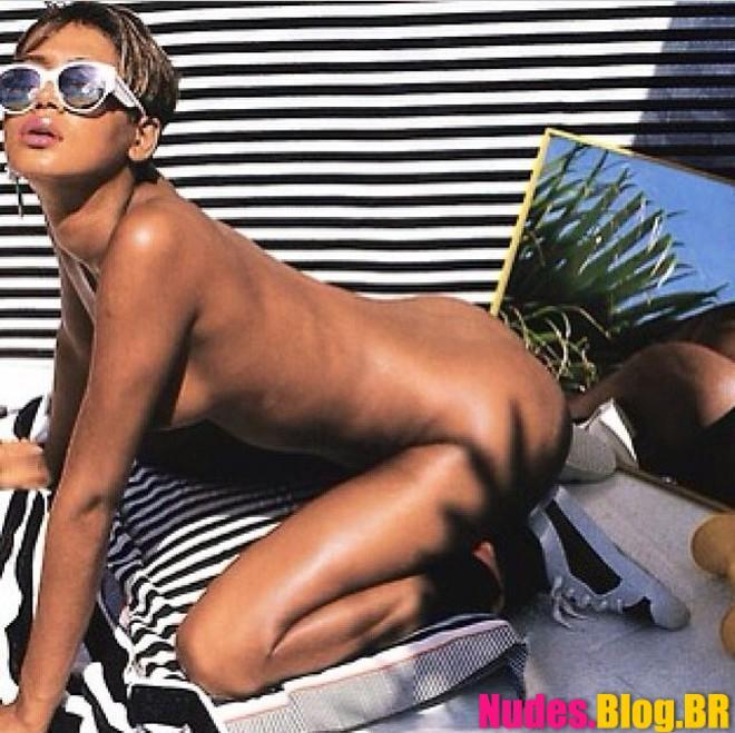 Fotos nuas da cantora Rihanna pelada caiu na net