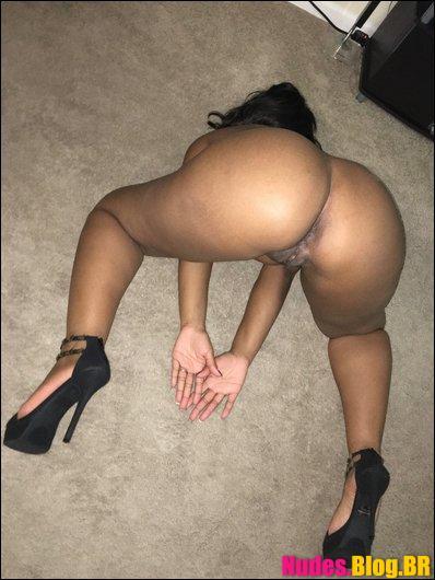 Negra amadora mandando nudes da buceta inchada