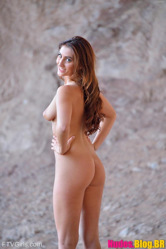 Novinha fitness faz caminhada de mini saia sem calcinha mostrando a xoxota