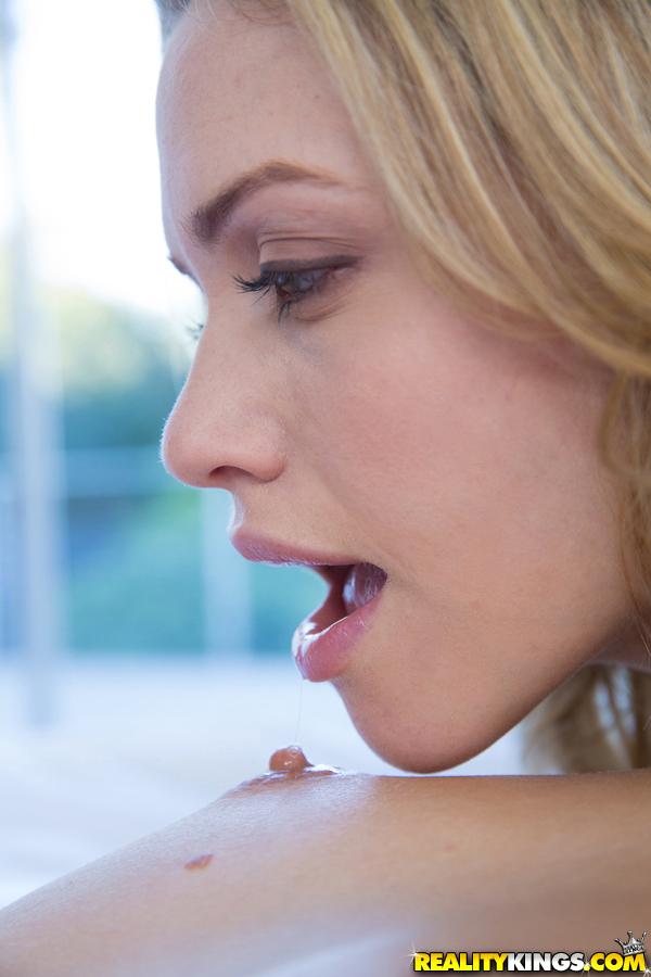 Novinhas lésbicas fazendo sexo oral chupando buceta