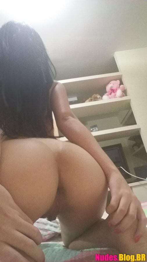 Xoxota gostosa da novinha brasileira sem calcinha caiu na net