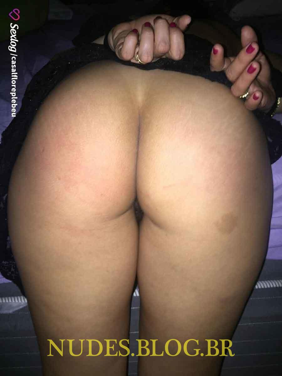 Esposa gostosona mostrando sua farta bucetona