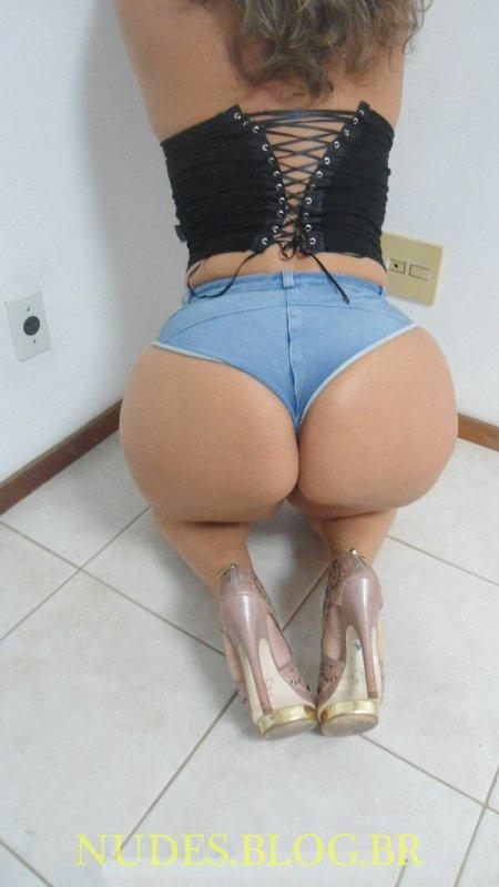 Leila puta rabuda em fotos e videos