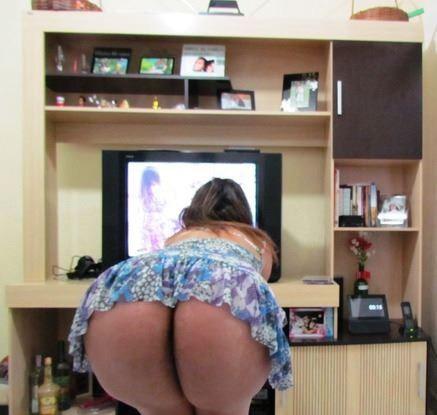 Dona de casa pelada no banheiro em fotos caseiras