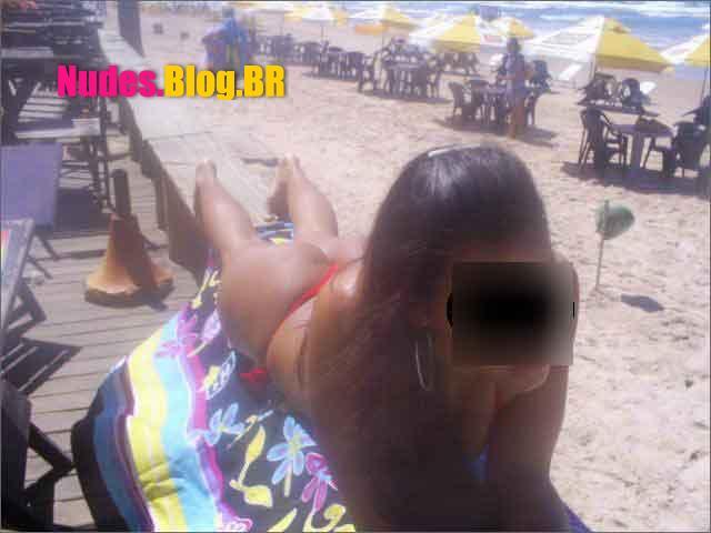 Morena super cavala na praia