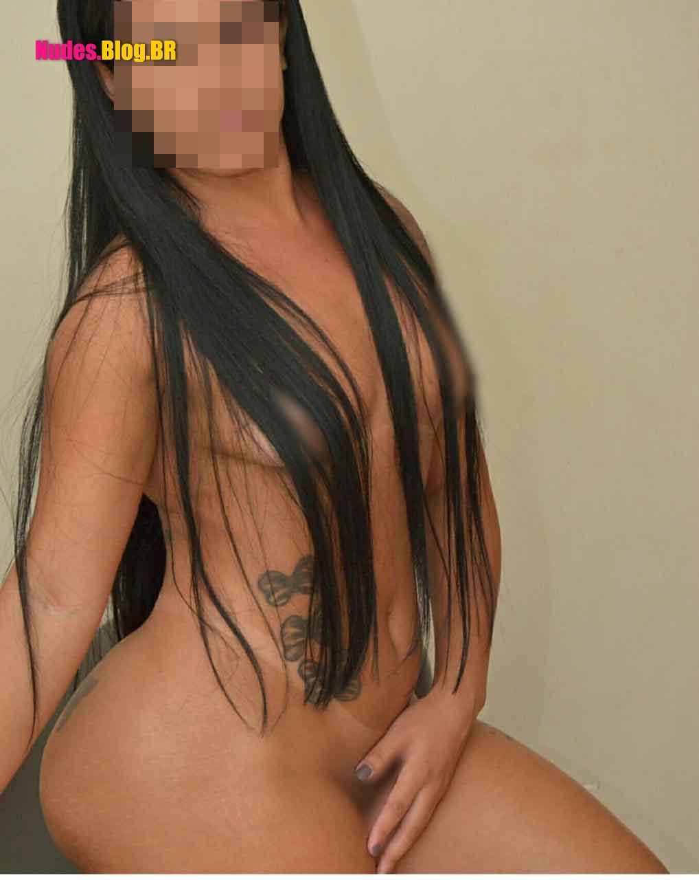 Nudes da morena gostosa usando fantasias